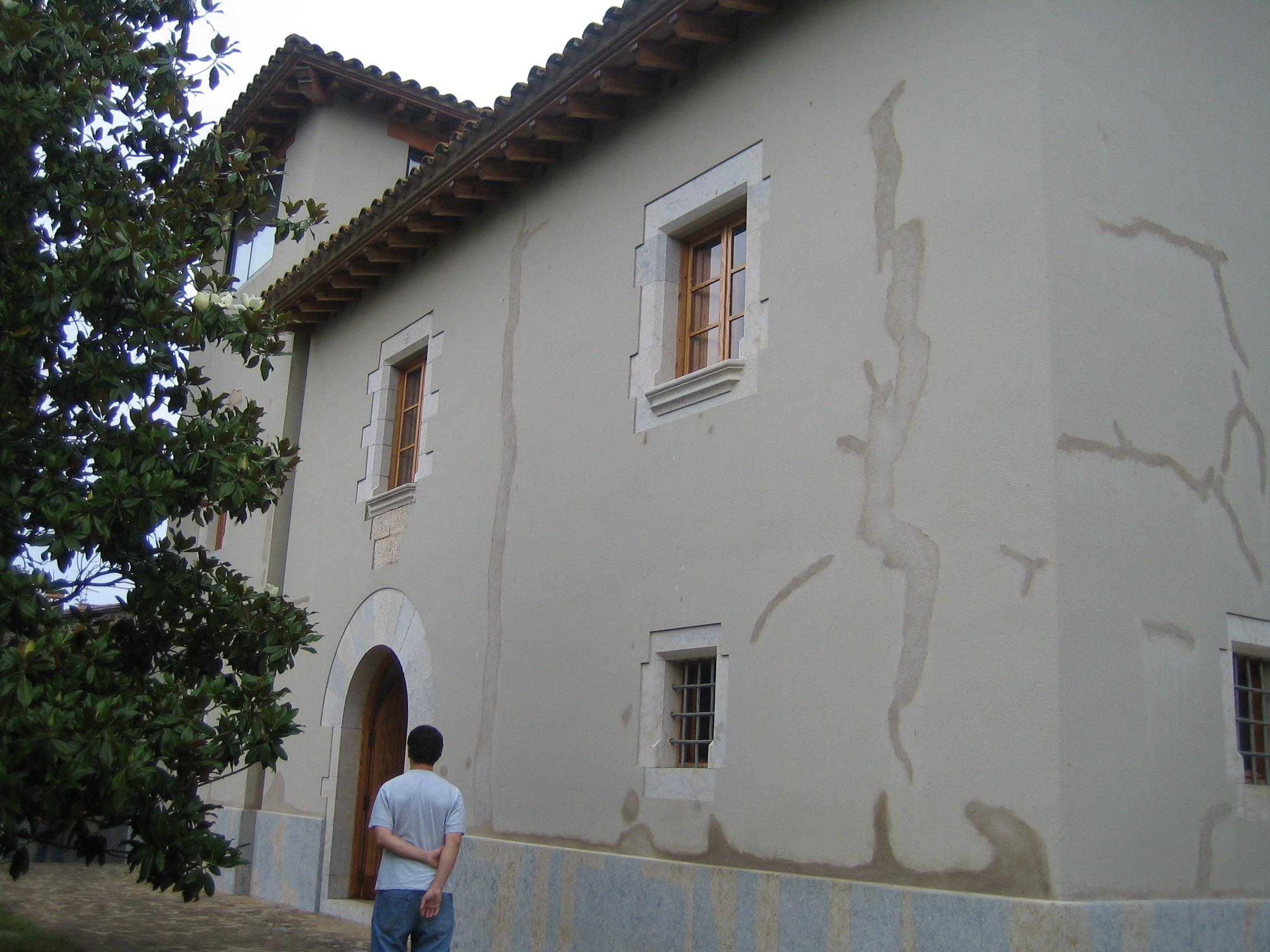 fachada con necesidada de rehabilitacion