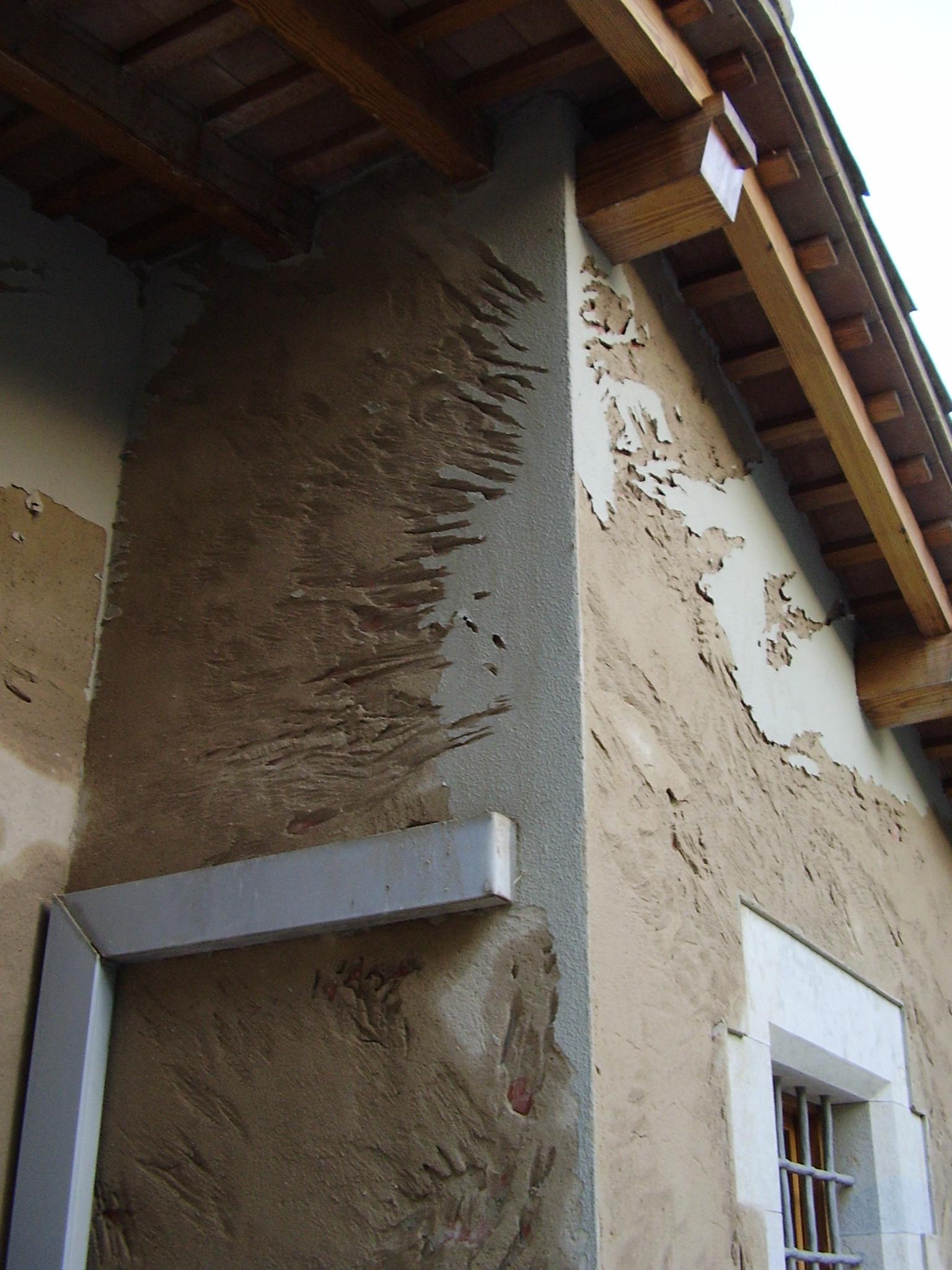 Rehabilitacion de desperfectos en fachada de Girona