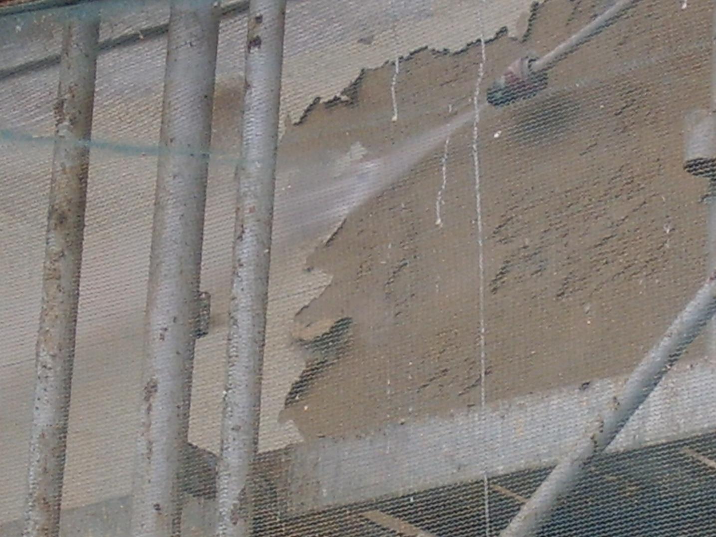limpieza con agua a presion en fachada a rehabilitar en Girona