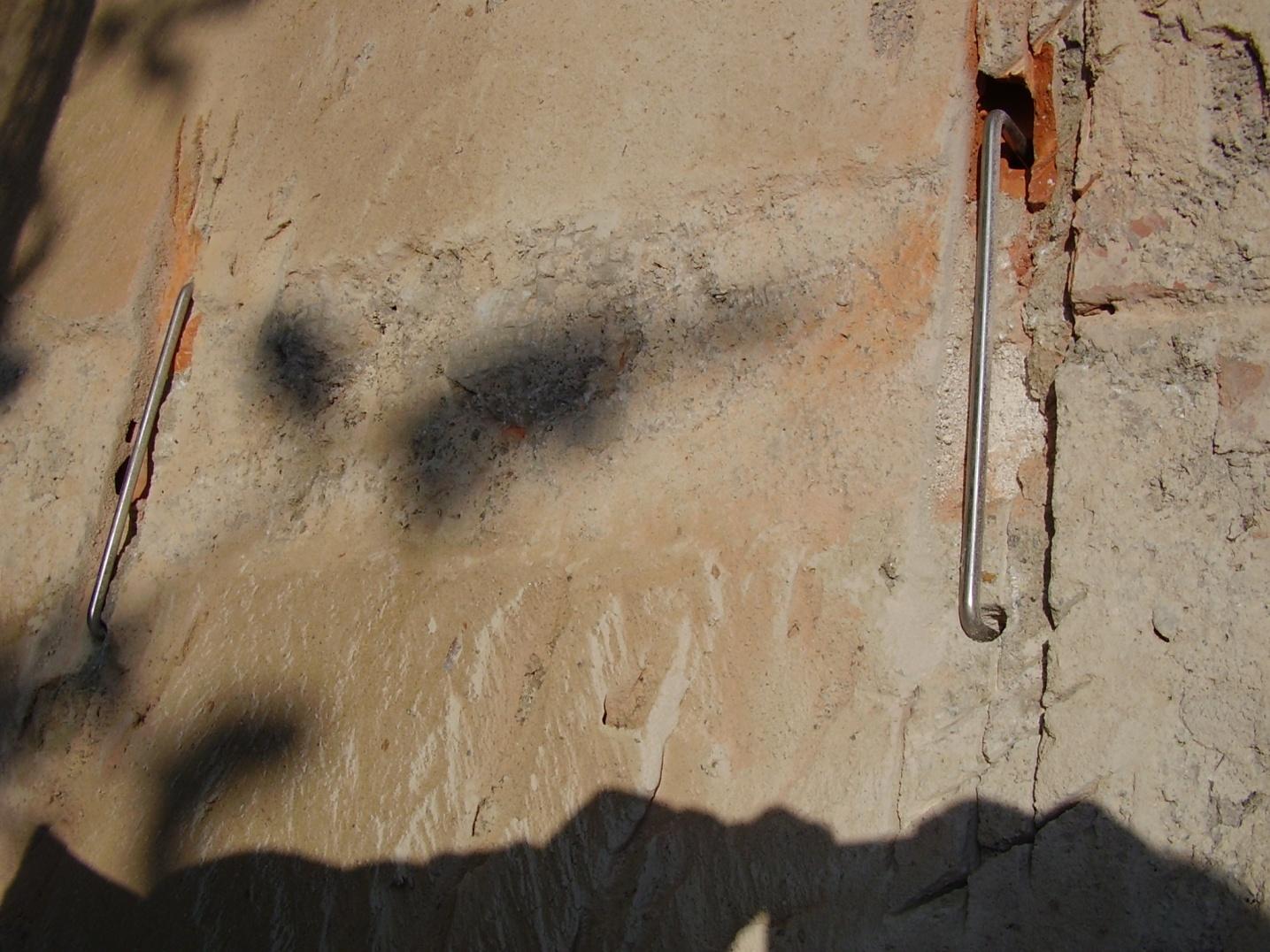 grapa metalica para reparar grietas en fachada