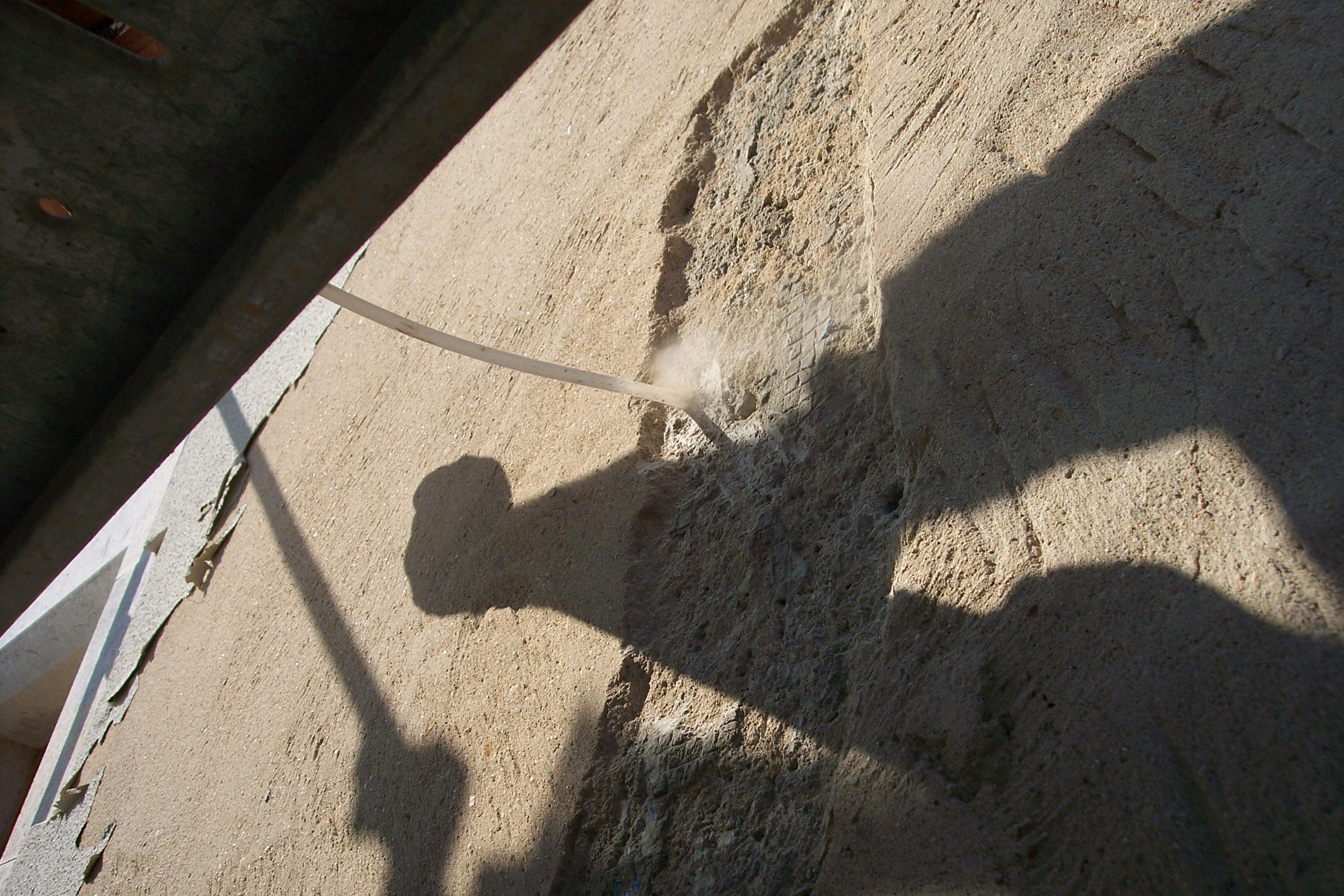 Soplador de agujeros para posterior colocacion de grapas metalicas para fachadas