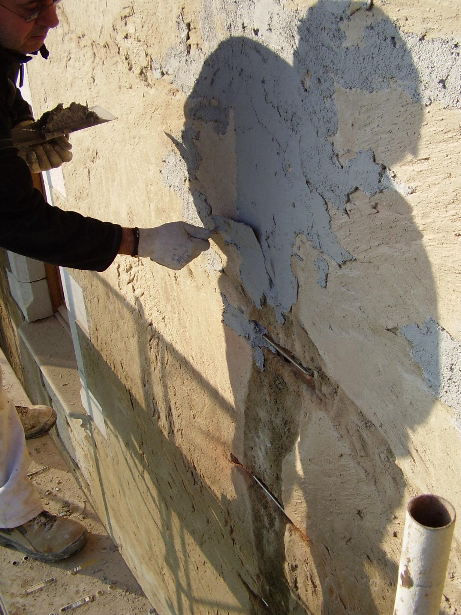 tapado de grapas metalicas para rehabilitacion de fachada