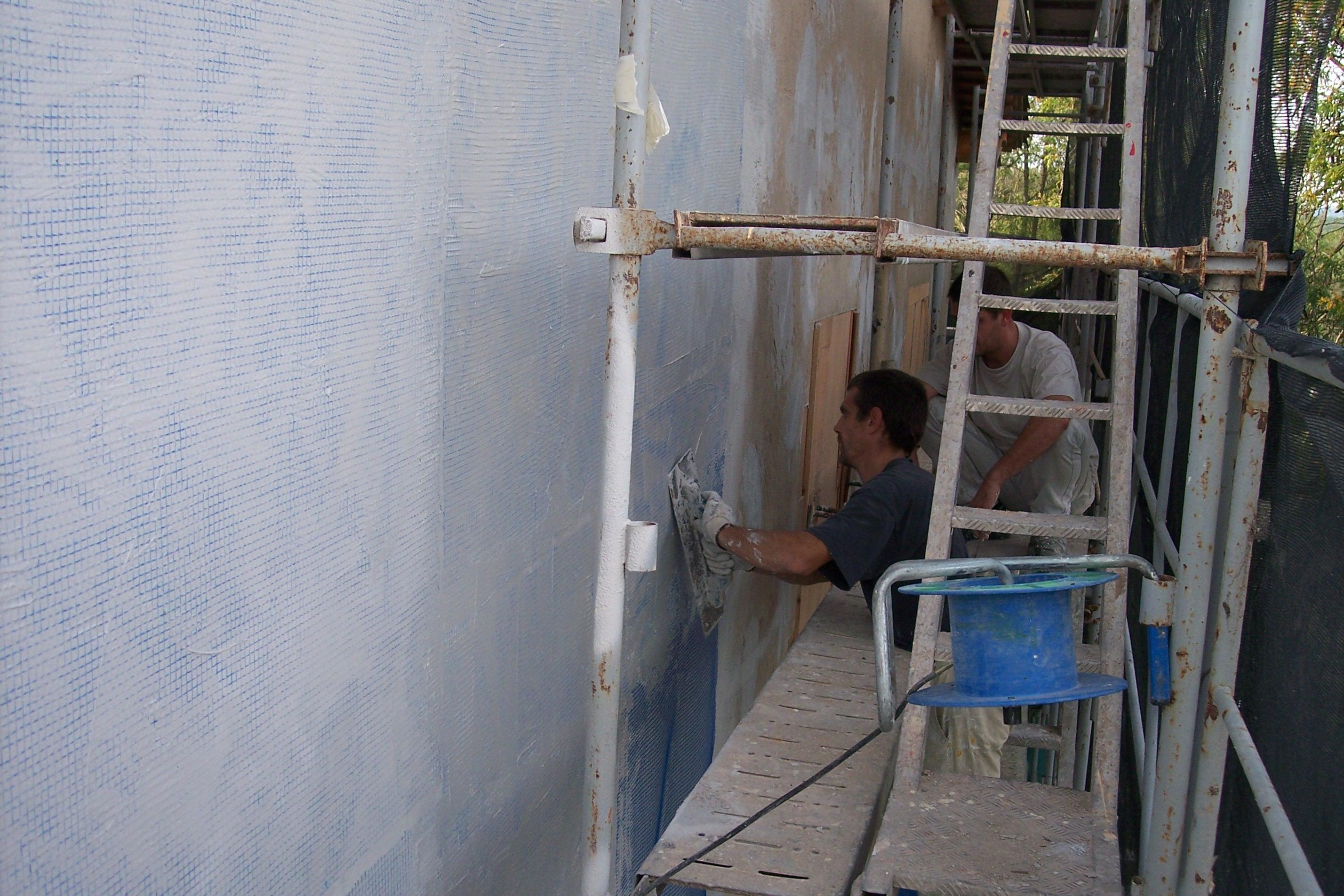 Alisado sobre malla antigrietas para fachadas en rehabilitacion