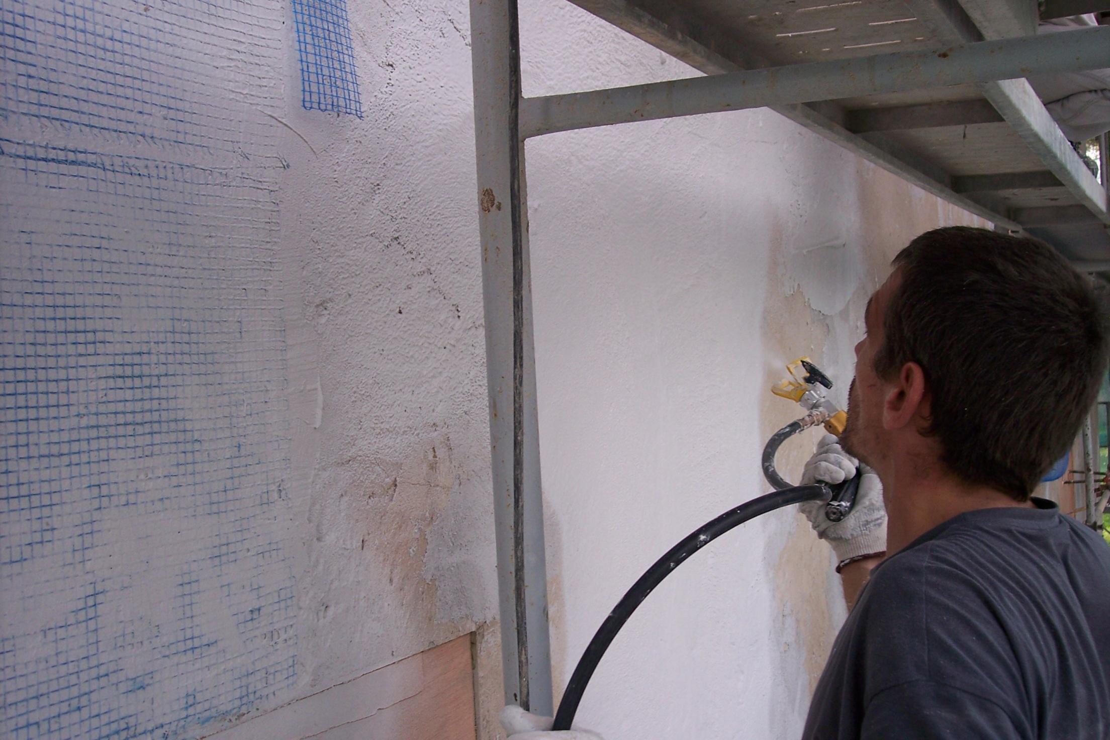 Alisado con masilla sobre malla antigrietas para fachadas en rehabilitacion