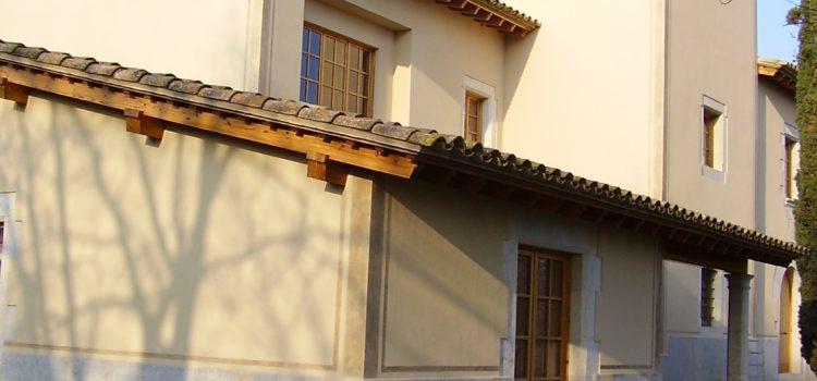 Restauració de la façana d'una masia pas a pas