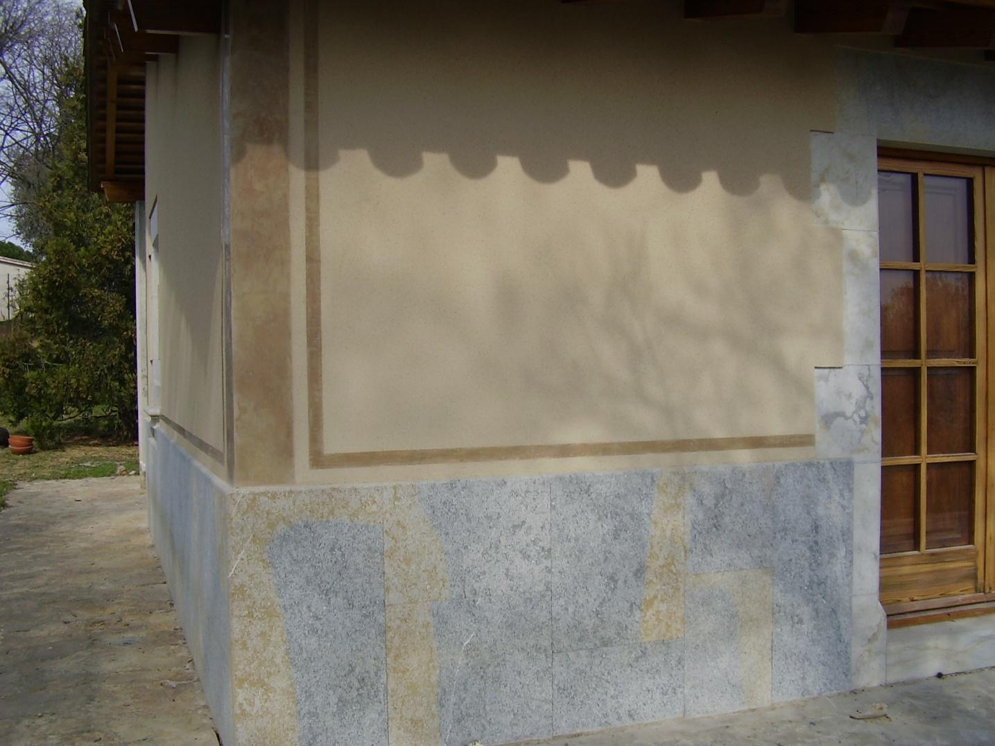 Pintura petrea proyectada en fachada de Girona